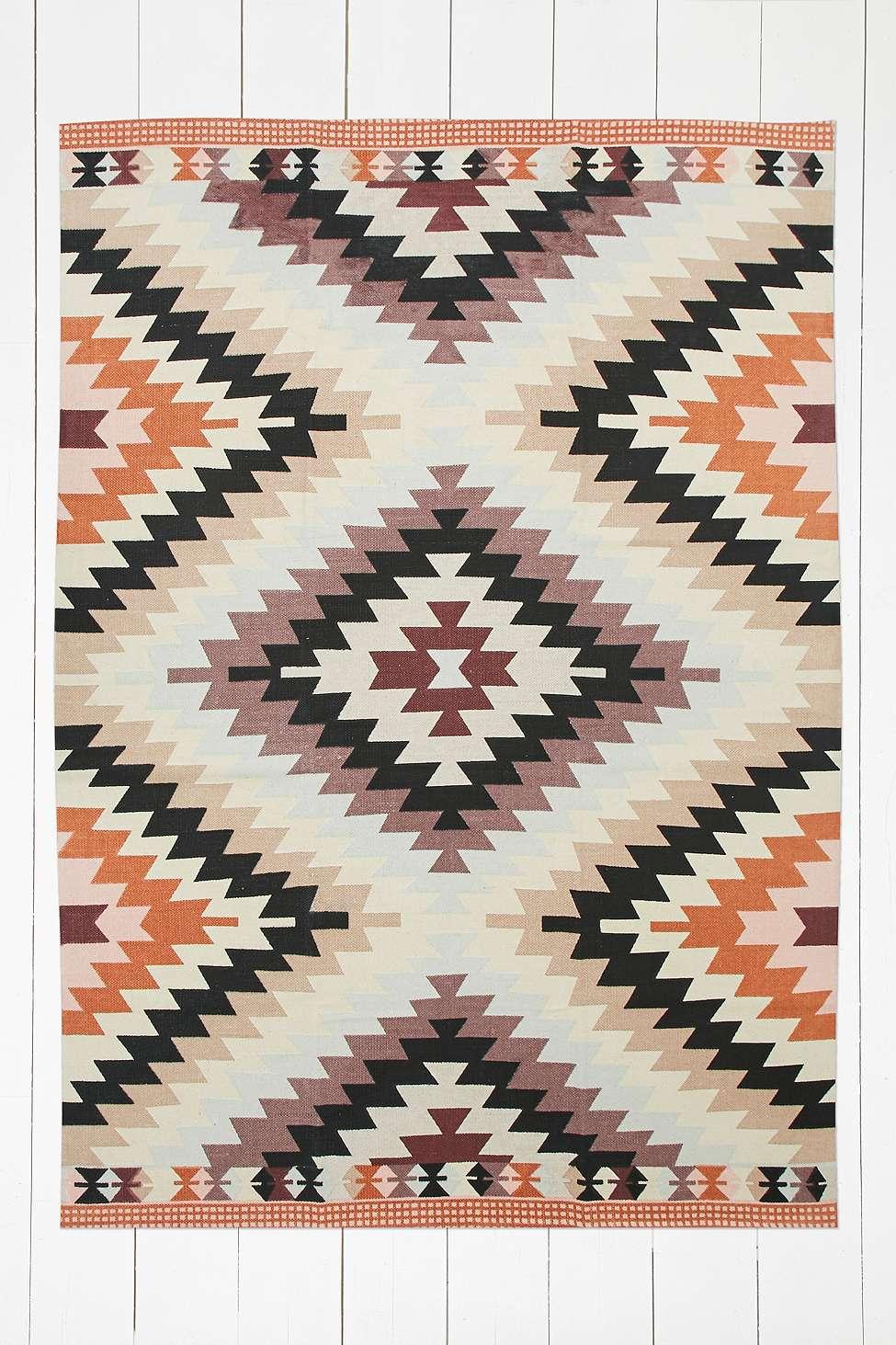tapis ethniques imprim s et color s. Black Bedroom Furniture Sets. Home Design Ideas