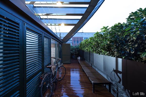 Terrasse avec un sol en bois