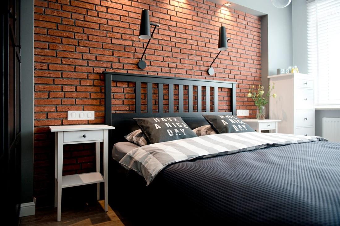 Chambre avec mur de briques apparentes