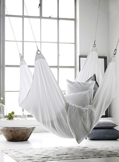 cr er une ambiance cosy avec des hamacs et fauteuils suspendus. Black Bedroom Furniture Sets. Home Design Ideas