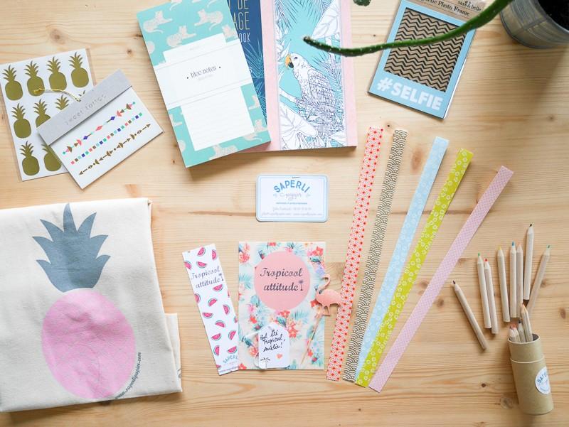 papeterie-coloree-masking-tape-carnets-cartes-trombones-badges-crayons-couleur-saperlipapier-box