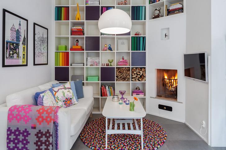 Salon cosy avec une cheminée