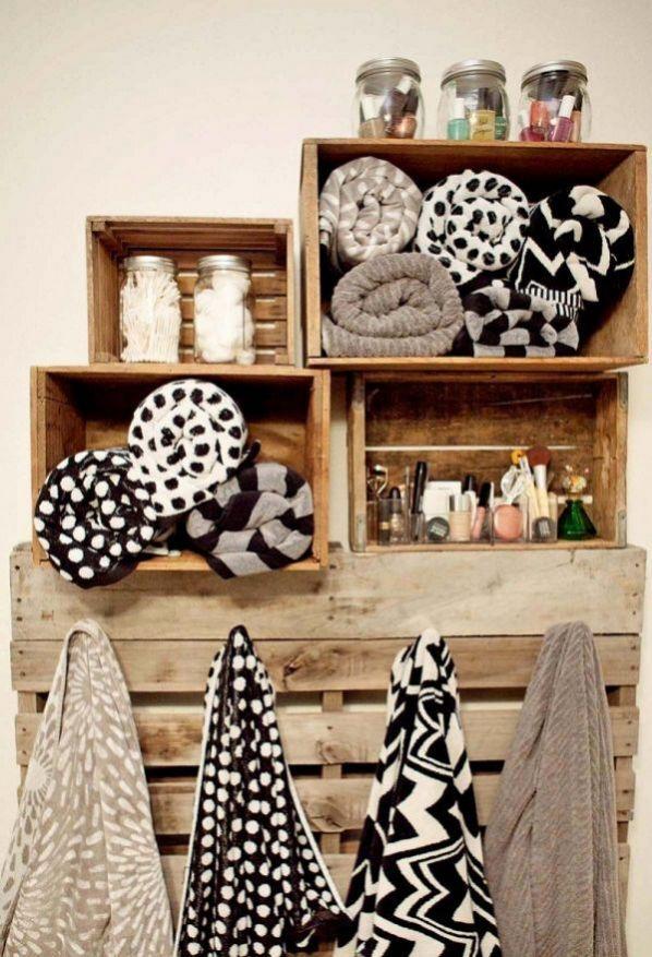 meuble-cubes-bois-cagettes-deco-salle-bains-blanche-plantes-grasses