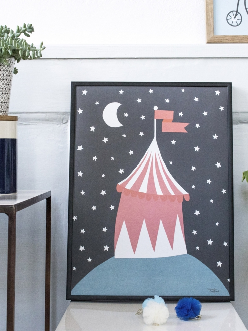 affiche enfant style scandinave theme cirque chapiteau personnages rigolos couleurs noir rouge. Black Bedroom Furniture Sets. Home Design Ideas