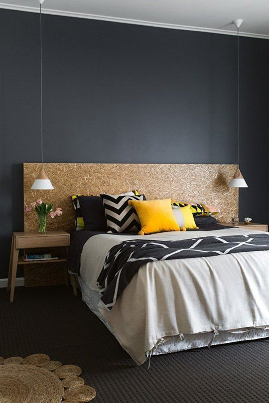 chambre mur noir avec des meubles en bois. Black Bedroom Furniture Sets. Home Design Ideas