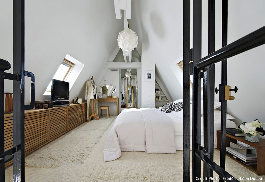 loft sous toit paris mezzanine vitrage atelier chambre. Black Bedroom Furniture Sets. Home Design Ideas