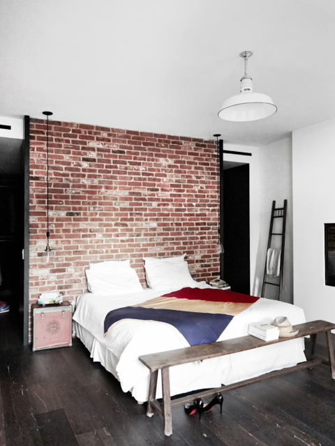 maison renovee new york chambre style industriel mur. Black Bedroom Furniture Sets. Home Design Ideas