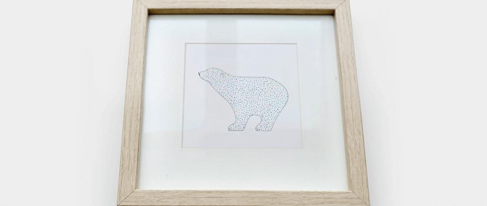 papeterie-cinq-grammes-grise-blanche-design-carte-imprimee-ours-polaire-cadre-bois