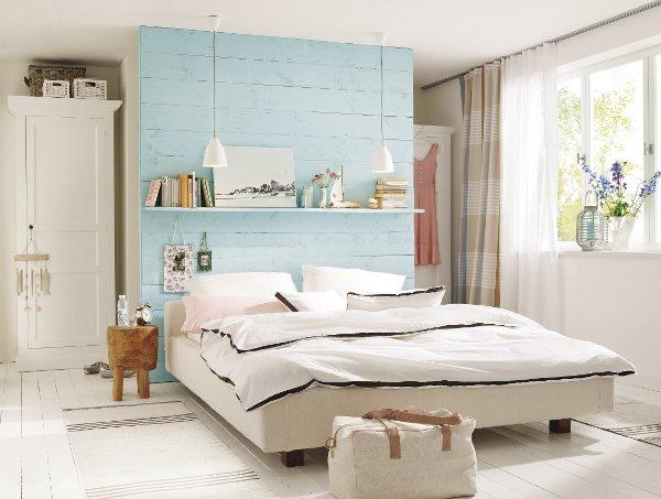 Chambre avec un espace rangement