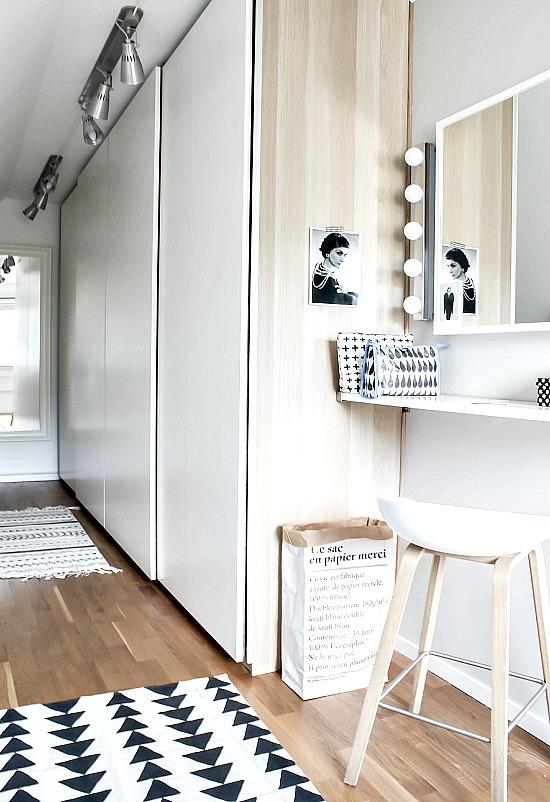 2 jolies chambres avec un espace dressing for Chambre avec coiffeuse