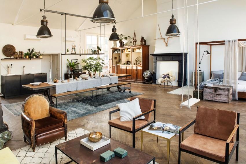 loft-lumineux-familial-parquet-tapis-cheminee-verriere-de-toit-bancs-sur-roulettes-lit-armatures-bois-etagere-suspendue-table-cuisine-lit-baldaquins-design