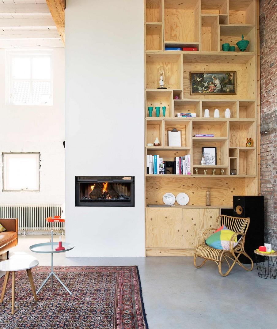 verriere atelier loft sol beton cire poutre apparente canape cuir camel tapis orient table basse. Black Bedroom Furniture Sets. Home Design Ideas