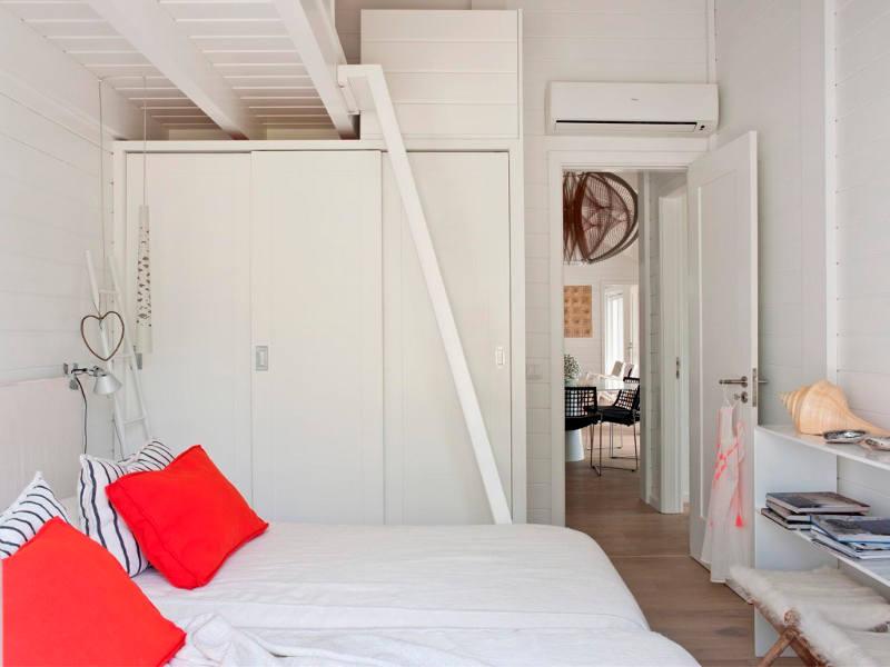 Chambre avec une mezzanine