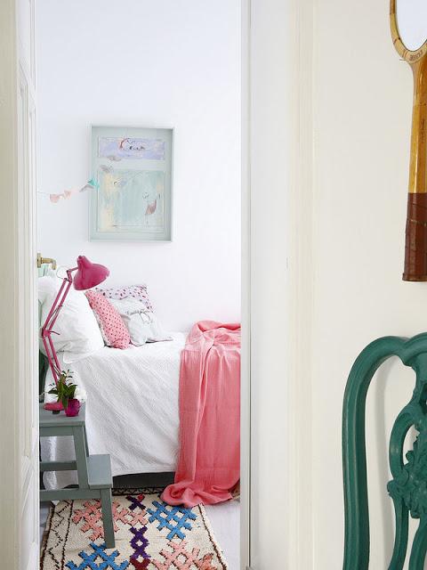 Chambre avec un tapis ethnique