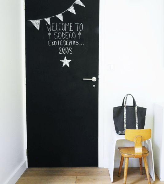 Tableau noir et peinture ardoise dans une chambre d 39 enfant for Decoration d une porte de chambre