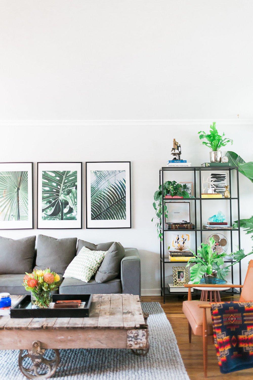 Salon avec des meubles de récup
