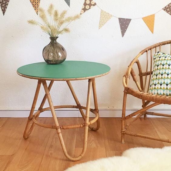 mobilier-rotin-fauteuil-table-basse-gueridon-vintage-vert-parquet-bois