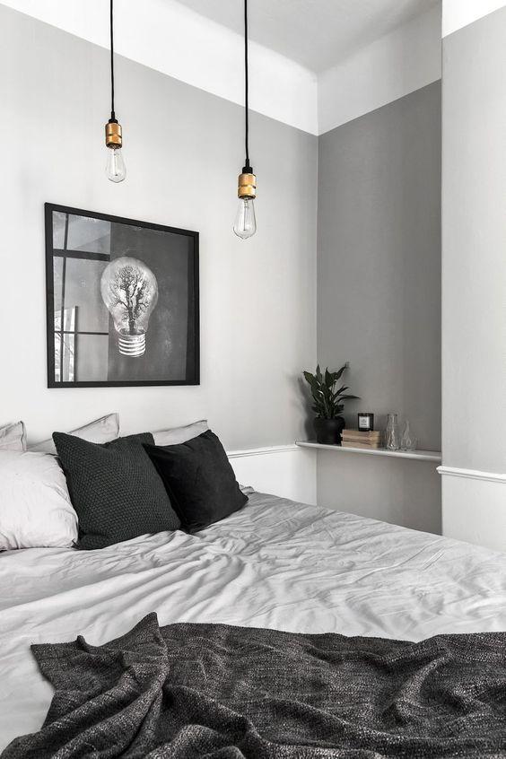 Chambre ave une déco grise avec une ampoule suspendue