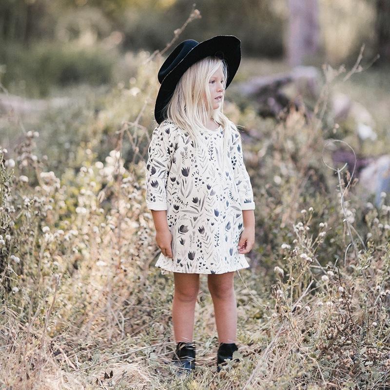 vetement-enfant-hiver-2017-robe-boheme-imprimes-noir-blanc-boots-chapeau-noir-yellow-flamingo
