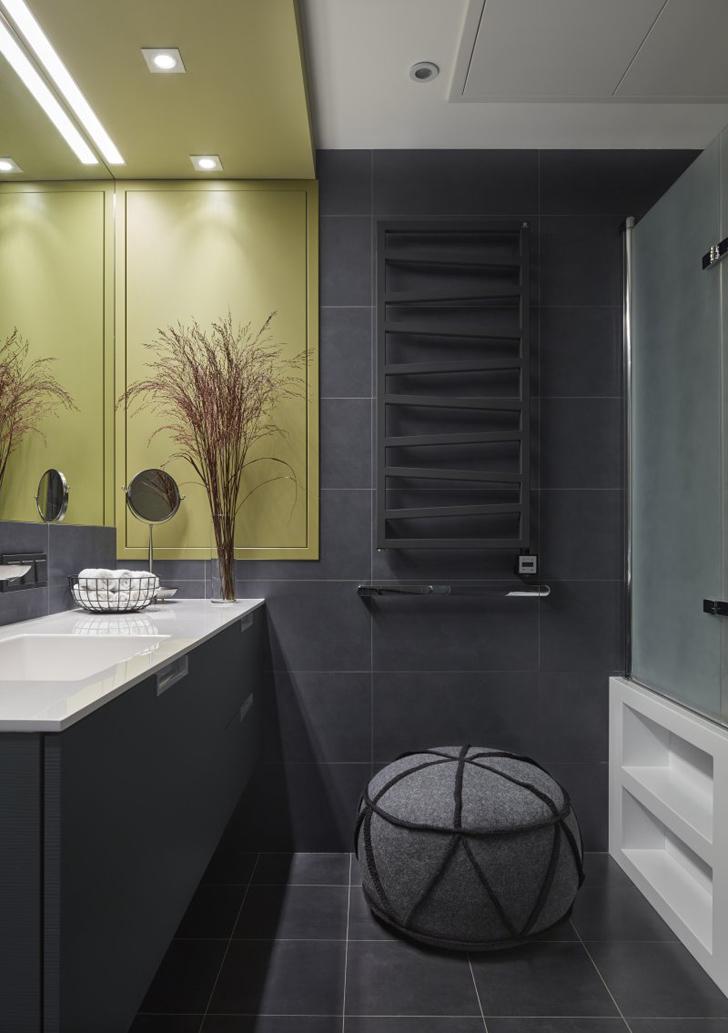 Salle de bain avec du carrelage gris