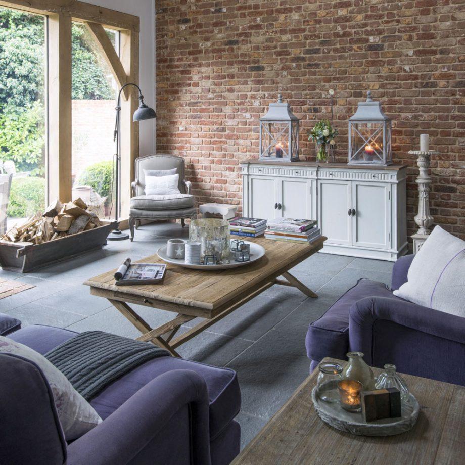 salon avec un mur en briques rouges. Black Bedroom Furniture Sets. Home Design Ideas